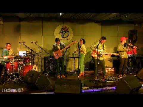 Andien - Teristimewa ~ Tentang Aku @ Jazz Spot 17/06/13 [HD]