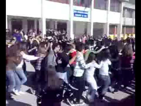 La protesta davanti il Liceo di Vairano - Il trenino