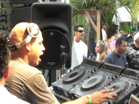 DENNIS FERRER  LIVE FROM BEATPORT POOL PARTY 2009 WMC