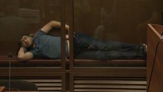 Подозреваемый в нападении на Худякова лежал на заседании суда