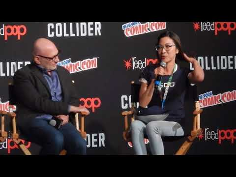 Michelle Yeoh surprises Cast of Star Trek Discovery at NYCC 2017