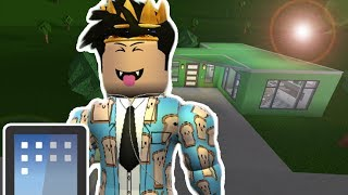 BUILDING IN BLOXBURG ON MOBILE! WITH FACECAM!