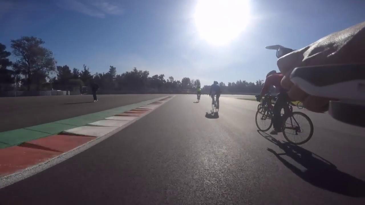 Vuelta en bici autodromo hermanos rodriguez youtube for Puerta 5 autodromo hermanos rodriguez