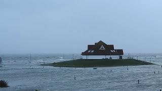 """Nordsee Lagune -Herbststurm """"Herwart"""" hat den deutschen Norden fest im Griff."""
