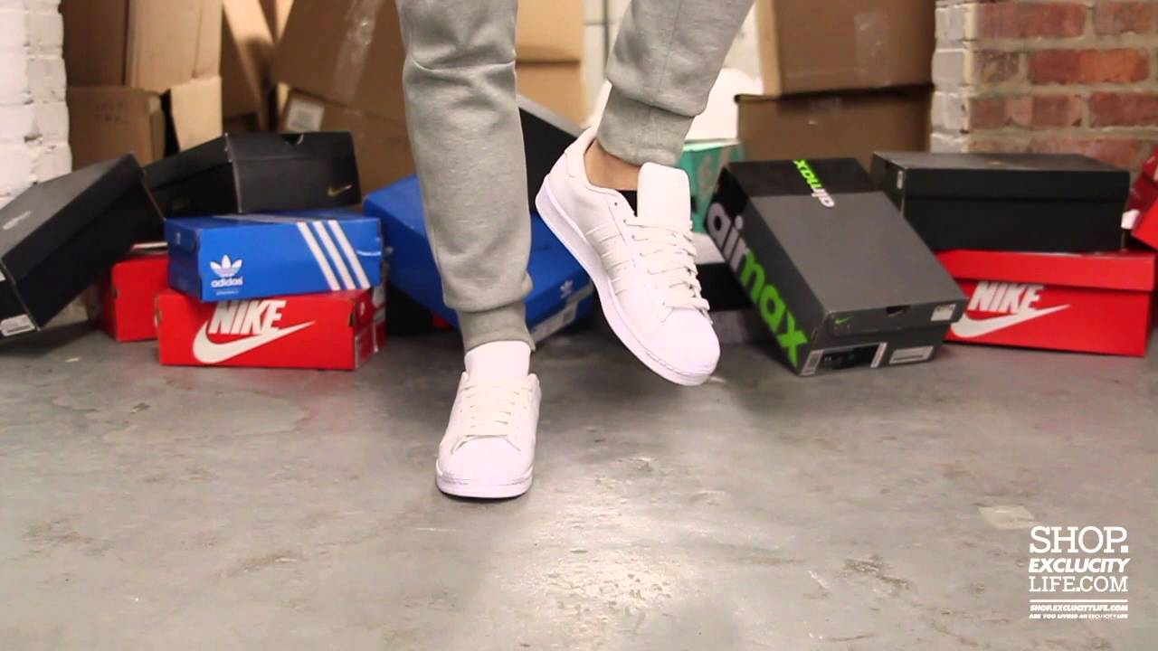 No puedo toda la vida Tableta  Adidas Superstar White - White On feet Video at Exclucity - YouTube