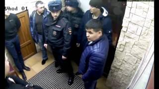 """Инцидент в ресторане """"7 Пятниц"""" в Тюмени между охраной и полицией - 26 марта 2016 года"""