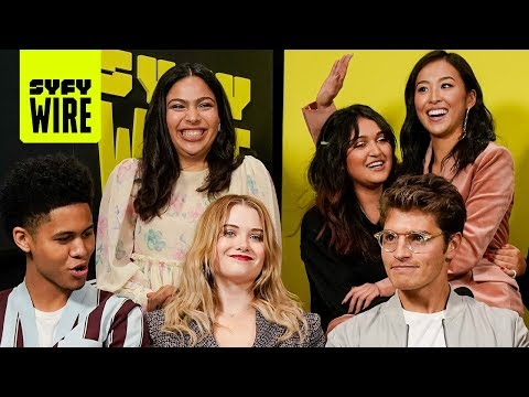 The Cast Of Marvel's Runaways Are On The Run | NYCC 2019 | SYFY WIRE