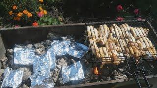 Курица и картошка в фольге на углях