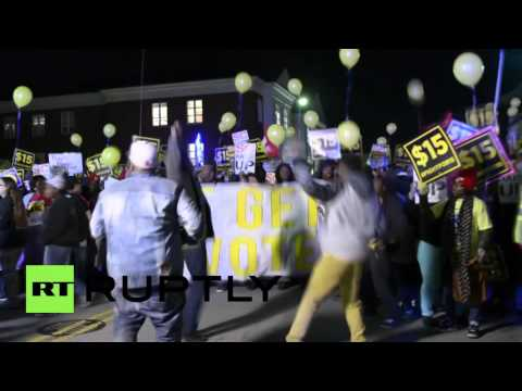 USA: Charleston fast-food workers rally for min. wage as Sanders hits town