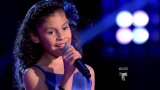 """Abril Cisneros canta """"La de la mochila azul"""" en La Voz Kids"""