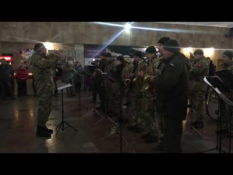 Новини Тернополя 20 хвилин: На честь кіборгів тернопільській військовий оркестр зіграв