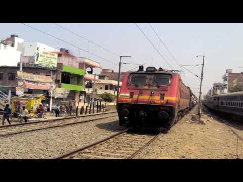 High speed action of 18622 Hatia Patna Patliputra Express with WAP4 Engine