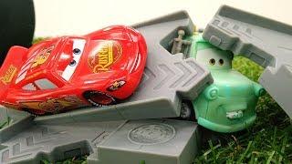 Мультики про машинки: шторм сломал трассу Маквину
