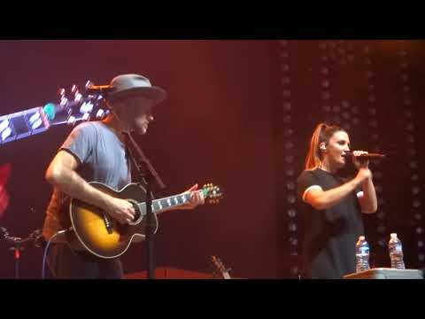 """Natalie Hemby sings """"Taxidermy"""" live on the Bandwagon Tour"""