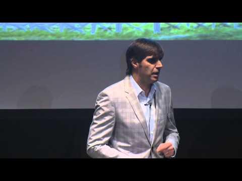 Historias sin tiempo, en tiempos modernos | Roberto Martínez | TEDxCPH