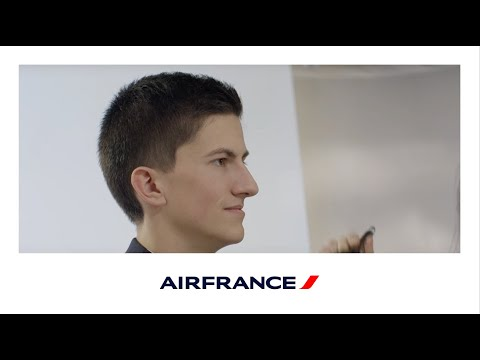 Thibault, alternant Personnel services clients Air France en aéroport