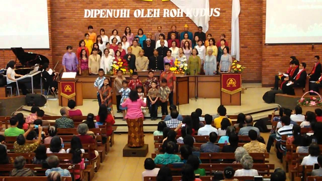 Perayaan Hari Pentakosta, Semarang 24 Mei 2015 - YouTube