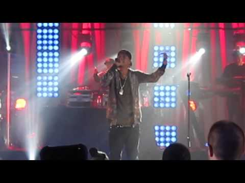 J. Cole - Runaway LIVE at VH1 Blitz Queens College