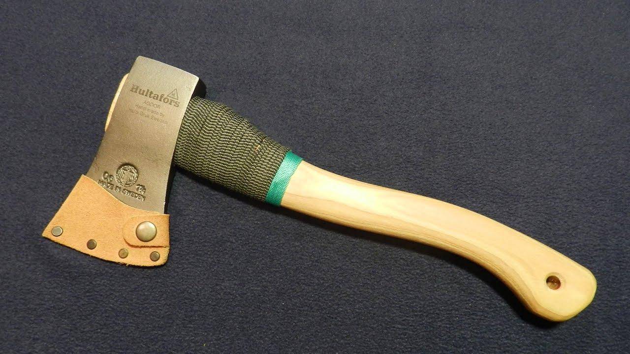 Кукри (кхукри) — традиционный боевой и хозяйственно-бытовой непальский нож с клинком серповидной формы с расширением в середине и сужением к острию. Своего рода нож-топор, которым удобно и резать и рубить. Получил всемирную известность из-за того что используется как оружие гуркхами.