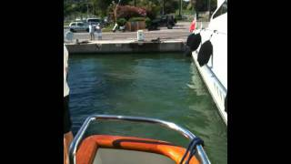 Dock maneuver with 80 feet yacht: stern landing attempt