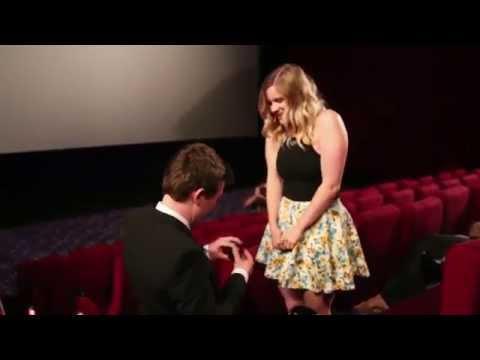 Demande en mariage dans un cinéma