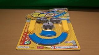 ダイソーで100円!小さいゼンマイトレイン  カプセルプラレールも走る?