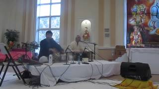 Swamy Nalinanand Giri Ji in Bhajan Sandhya at Durga Temple Va