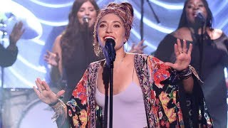 Lauren Daigle Exposes Herself On Jimmy Fallon Show Video
