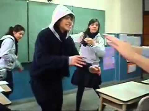 Peter Lanzani en el colegio .. trensito