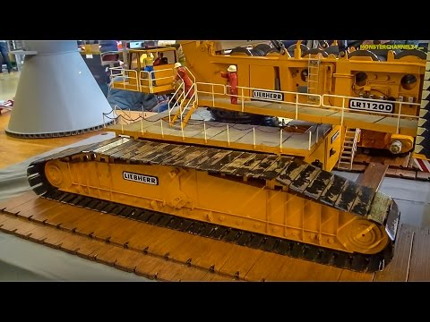 RC crane EXTREME! Stunning Liebherr 3000 ton crane in 1/16 scale!