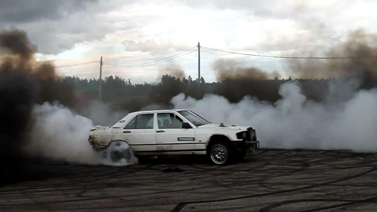 Benz Drift Car >> Mercedes-Benz 190D OM603 Diesel Smoke Epic Burnout - YouTube