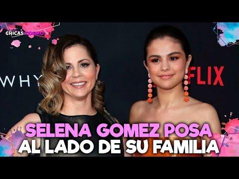 SELENA GOMEZ POSA Al LADO De Su FAMILIA En Una FOTO POCO COMÚN