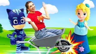 Веселое видео про Герои в масках - Трактор Гекко - ToyClub шоу с игрушками!