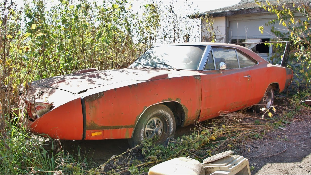 the barn find 1969 dodge charger daytona rusting away the auto. Black Bedroom Furniture Sets. Home Design Ideas
