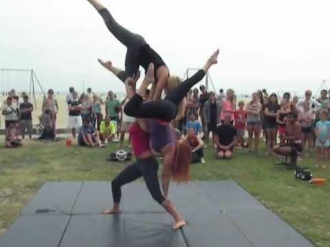 American Acrobats - Trio Girls