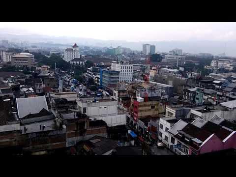 View kota bandung dilihat di pasar baru trade center