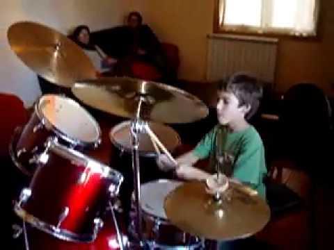 Pedro Alvadia - A tocar bateria com 8 anos