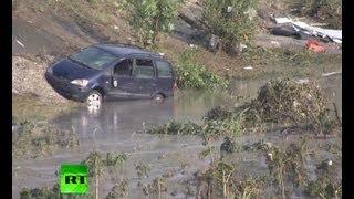 Репортаж из затопленного Крымска(Второй день после наводнения показал истинный масштаб трагедии, случившейся в Краснодарском крае. Кроме..., 2012-07-08T08:22:54.000Z)