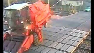 Bizon uwięziony na przejeździe kolejowym! O włos od zderzenia z pociągiem ! Mega Wpadka!