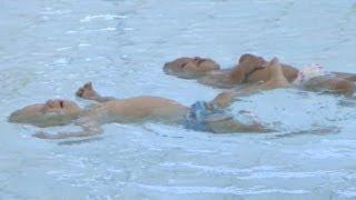 25 metre yüzen ikiz bebekler