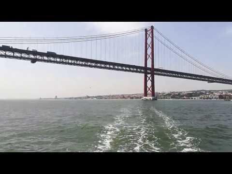 Solar Cruise in Lisbon - 25th of April Bridge