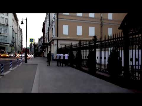 Смотреть фото [Псв 16] Прогулка по улице Петровка в центре Москвы летом в конце ночи ближе к утру перед метро новости россия москва