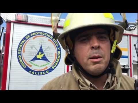 Protección Civil combate incendio en fabrica