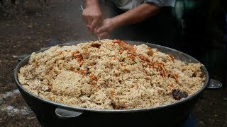 Узбекский плов | Как готовят ПЛОВ УЗБЕКСКИЙ в казане на костре | Street Food. Preparing Pilaf. Plov