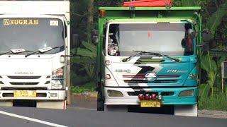 Truk Tronton Hino Isuzu Giga Angkutan Semen Ditanjakan