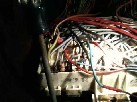 Troubleshooting my fuse box 1986 928S - YouTube
