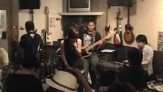 長崎のストレスというバンドです♪ 椎名林檎さんの丸の内サディスティッ...