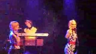 The Pipettes-Your kisses are wasted on me (Live @ Trabendo)