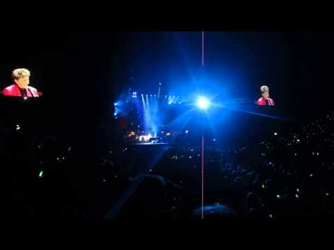 Barry Manilow - Memory - The O2 Arena London concert May 26 2014