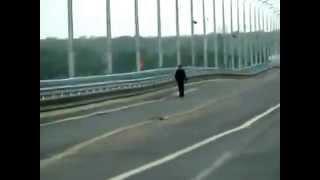 Аномально танцующий мост в Волгограде - Abnormally dancing bridge in Volgograd(, 2013-07-20T16:43:06.000Z)
